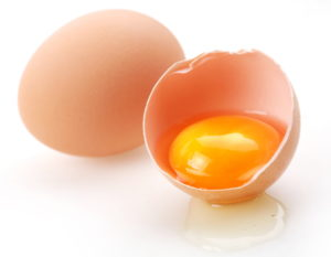 Сырые яйца при лечении чумки