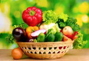 Кормление щенка овощами